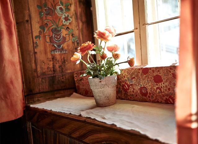 Blumentopf auf Fensterbank