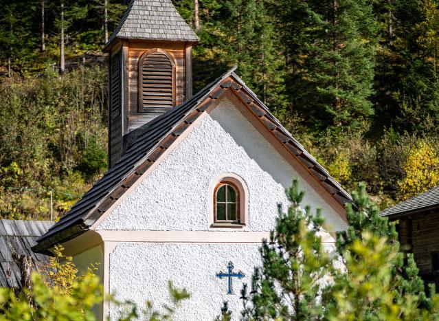 Kapellenfenster und Dach