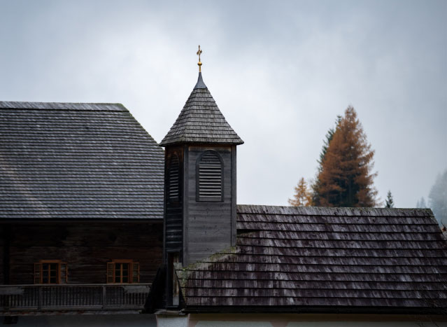 das Kapellendach mit Turm